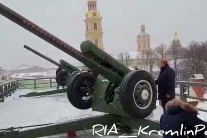 Путин пострелял из пушки