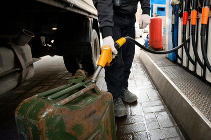 В российской тундре бензин стали продавать по 300 рублей за литр