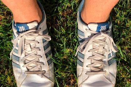 Премьер-министра Австралии подняли на смех за «левые» кроссовки на обоих ногах