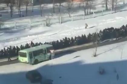 Шествие россиян за гробом криминального авторитета попало на видео