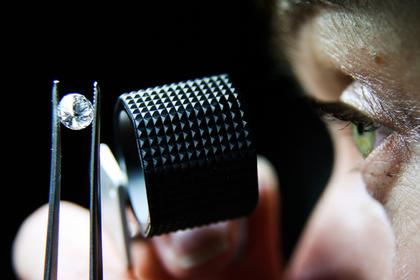 Молодые россияне променяли айфоны на бриллианты