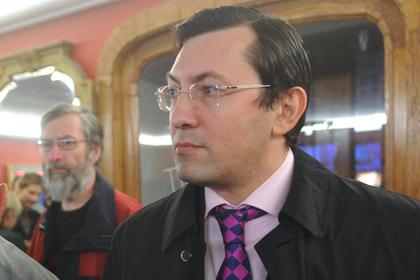 Националиста Поткина доставили в суд в банном халате