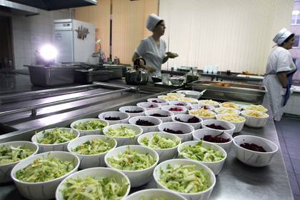 Роспотребнадзор объяснил запрет приносить в школу еду из дома