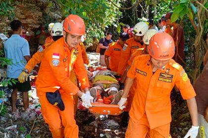 Россияне катались на мотоцикле и свалились в ущелье на Бали