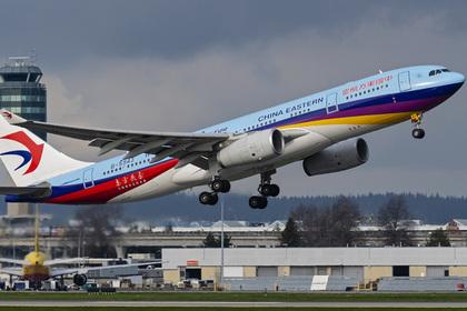 Турист швырнул монеты в двигатель самолета, задержал рейс и стал посмешищем