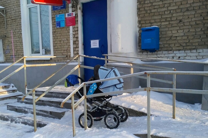 На «Почте России» отчитали посетительницу за детскую коляску