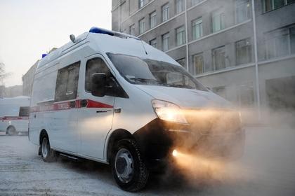 Россияне вызвали скорую и забросали ее камнями