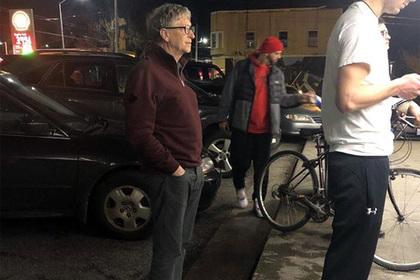 Билл Гейтс отстоял очередь в закусочную и стал героем сети