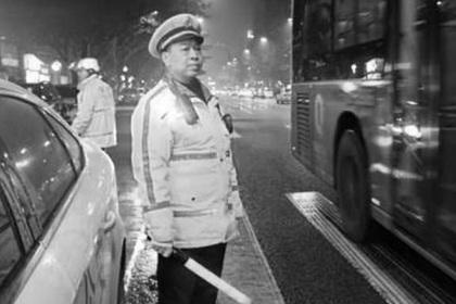 Полицейский работал 24 часа подряд и умер от переутомления