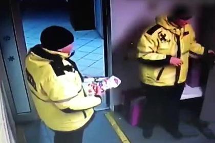 Крадущие игрушки у больных детей попали на видео