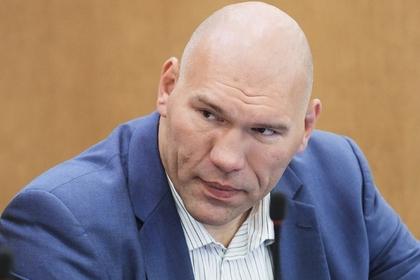 Валуев объяснил купание в «проруби с подогревом»