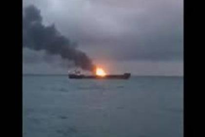 Горящее в Керченском проливе судно попало на видео