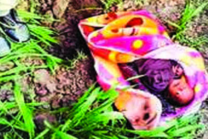 Новорожденную девочку похоронили заживо из-за злых духов