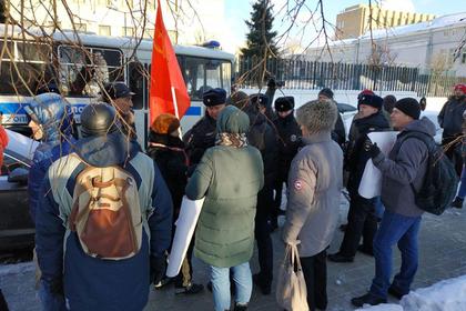 Противников передачи Курил задержали у посольства Японии в Москве
