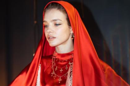 Наталья Водянова вышла в свет в наряде от российского дизайнера-расиста
