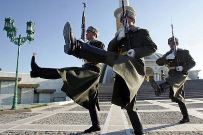 В Туркмении офицерам запаса запретили покидать страну