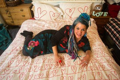 Женщина решила выйти замуж за одеяло