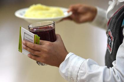 Власти отреагировали на сообщения о голодных обмороках российских школьников