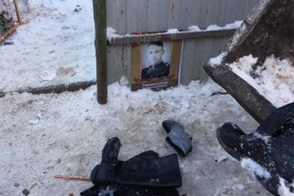 Портреты ветеранов с «Бессмертного полка» выкинули на помойку