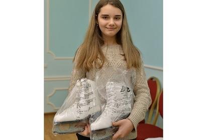 Школьница пожаловалась Путину на 41-й размер ноги и получила в подарок коньки