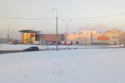 Из российского гипермаркета эвакуировали сотни людей из-за огромной трещины