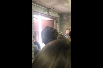 Заблокированные выходы вынудили российских школьников выбивать двери при пожаре