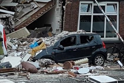 Три дома рухнули после взрыва в Гааге photo