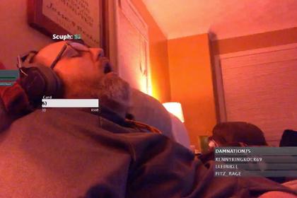 Блогер уснул во время трансляции и проснулся знаменитостью photo