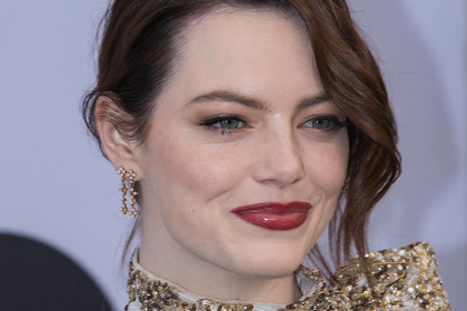 Голливудская актриса появилась на красной дорожке в неподобающем виде photo