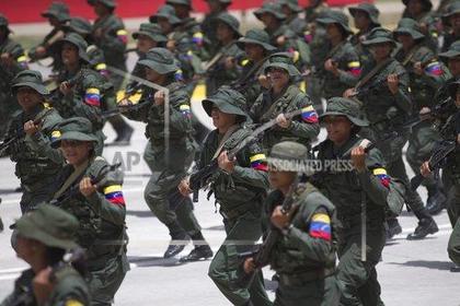 Военные начали отворачиваться от Мадуро