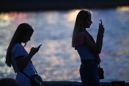 Защищенные от прослушки телефоны начали продавать в России