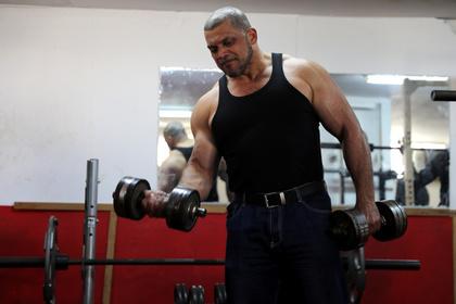 Служителя мечети уволили за фото из спортзала