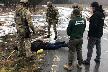Двое рецидивистов распродали украинскому криминалитету воинскую часть