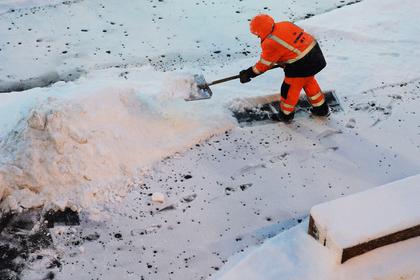 Тюремщики объяснили уборку улиц зеками в 36-градусный мороз