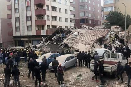 В Стамбуле рухнуло шестиэтажное здание
