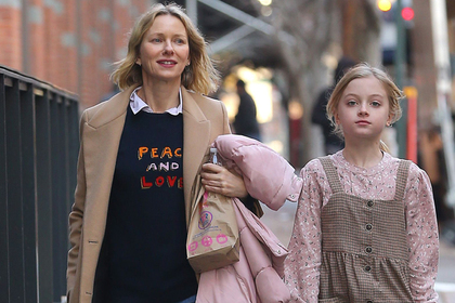 Сын голливудской актрисы вышел на публику в женской одежде