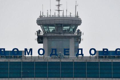 Пассажирский самолет врезался в фонарный столб в московском аэропорту