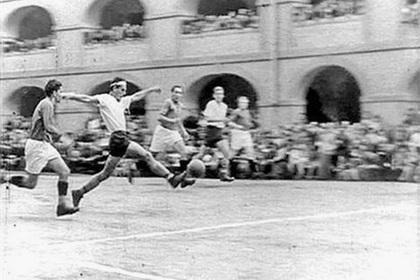 В немецких концлагерях была футбольная лига заключенных. За плохую игру их ждал расстрел