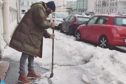 Ургант объяснил свое желание подолбить лед на улицах Петербурга