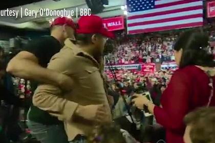 Нападение сторонника Трампа на журналиста попало на видео
