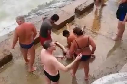 Пьяных россиян убило волной во Вьетнаме