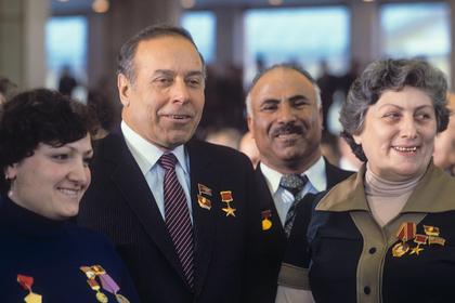 Как чиновники в СССР дружили с миллионерами и торговали должностями на Кавказе