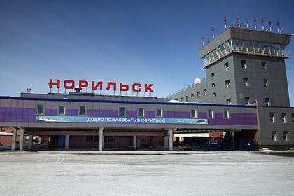 Пассажиров аэропорта Норильска пересадят на вездеходы