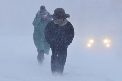Сугробы до второго этажа стали для этих людей нормой: суровая зима на Русском Севере