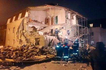 Спасатели достали той-терьера из-под завалов дома в Красноярске
