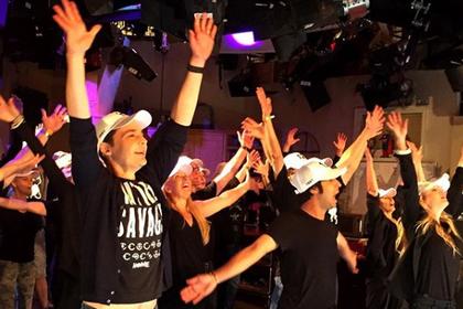 Актеры «Теории большого взрыва» отметили завершение съемок под Backstreet Boys