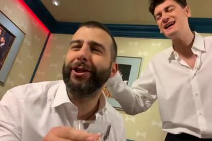 Ургант спародировал кутеж Дворковича и Ткачева и выпил за юмористическое лобби