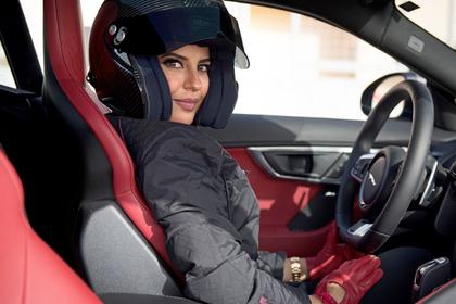 Арабские женщины курят, пьют и водят машины. Их не страшат тюрьма и плети