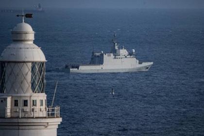 Испанский военный корабль показал оружие Гибралтару