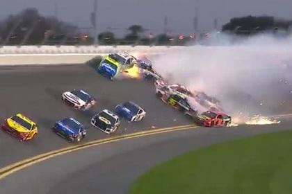 Появилось видео аварии с участием 18 гоночных машин